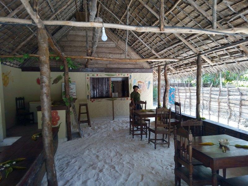 Бунгало. Кафе Mnyasa внутри.jpg