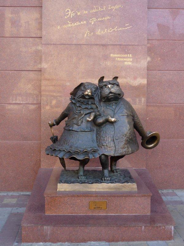 06 Памятник собачкам