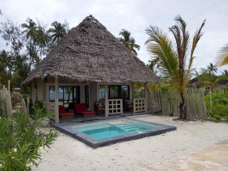 Пляж. Бунгало в Wing it hotel.jpg