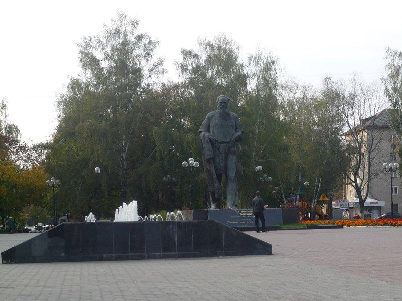 01 Памятник Толстому