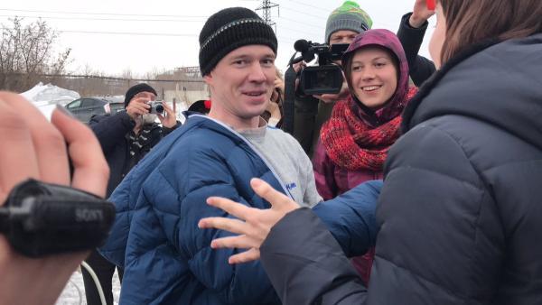 Ильдар Дадин на свободе: Банда Путина  выпустила Дадина из когтей.