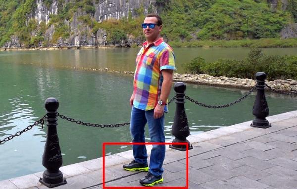 Медведев в национальной одежде