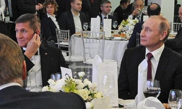 Флинн и Путин за столом