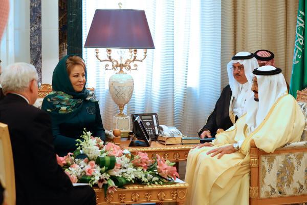 Валька-стакан в Саудовской Аравии опростоволосилась и выглядела ряженой дурой
