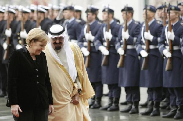 Ангела Меркель и король шушукаются
