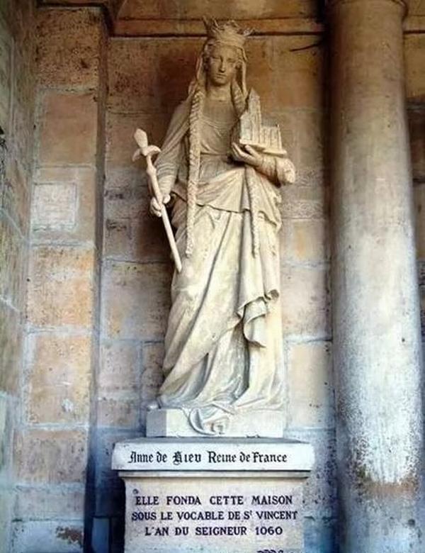 В монастыре Анна