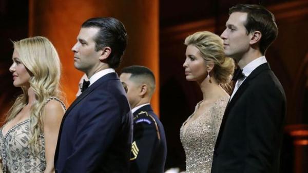Дональд Трамп-младший и Джаред Кушнер в ходе церемонии инаугурации