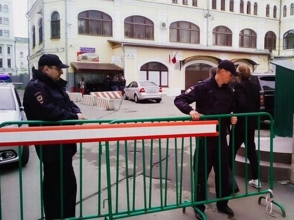 Полицейские готовятся к обороне