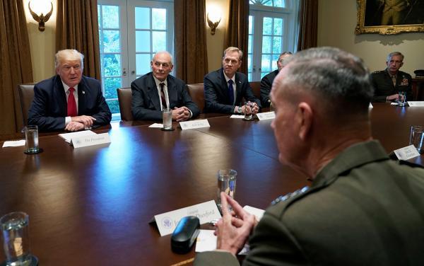 Трамп с военными