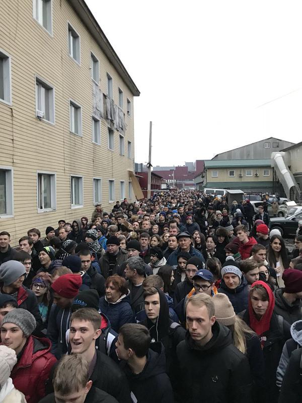 Очередь к Навальному