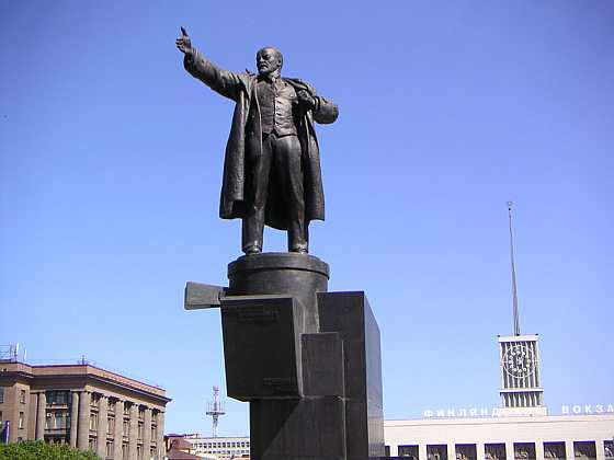 Ленин на бронивике
