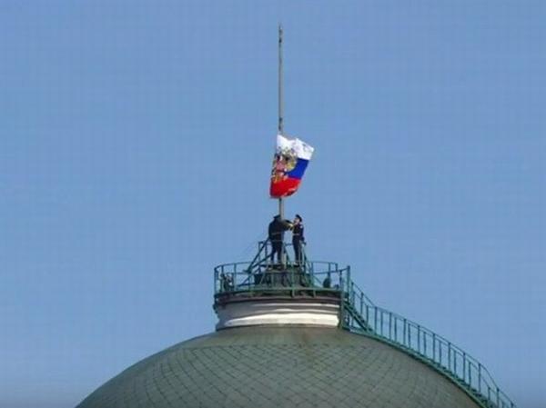 Приспущенный флаг это символ скорби