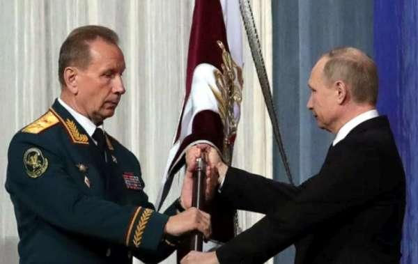 Путин и Золотов играют.jpg