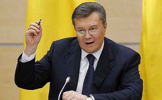 Янукович с ручкой