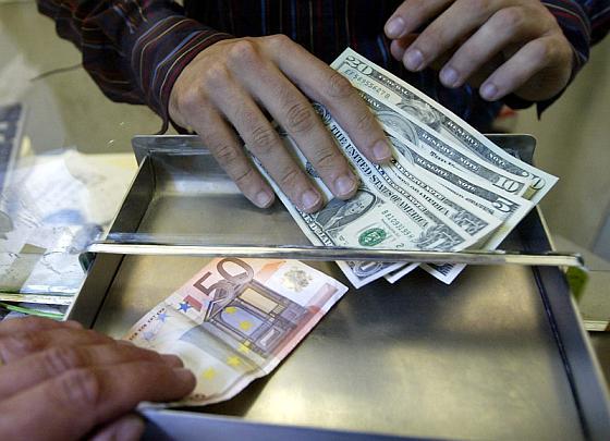 Граждане, сдавайте валюту!