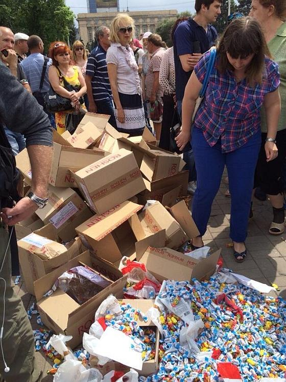 Топтание конфет в день защиты детей