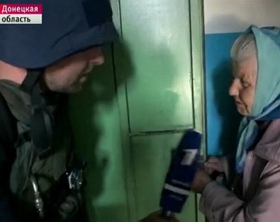 Донецкая бабка - живой щит наёмников Путина