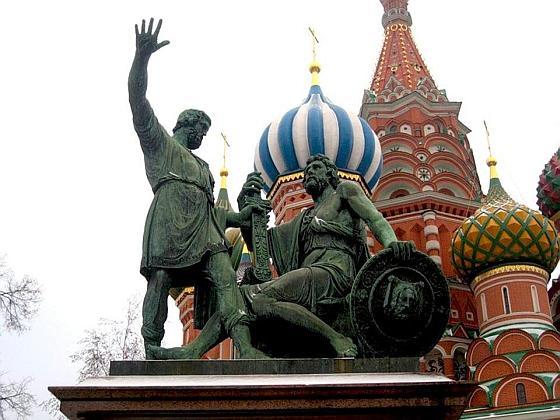 Смотри-ка князь, какая мразь в стенах кремлевских завелась