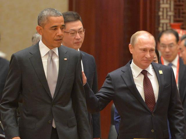Путин пытаося похлопать по плечу Обаму