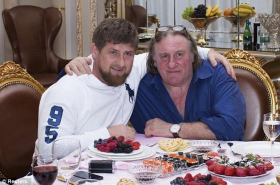 Кадыров обнимает мужчину, которого любили мужчины