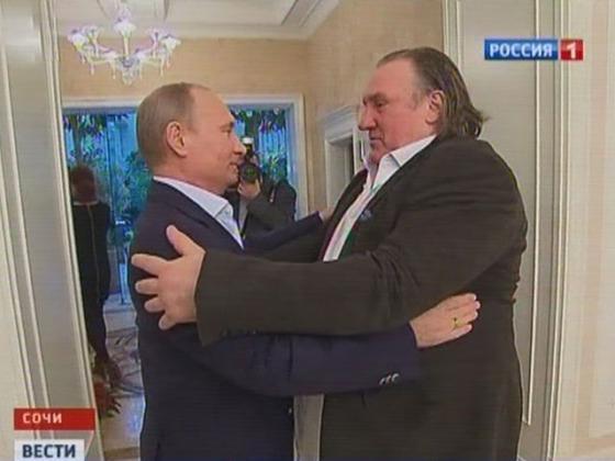 Мужчина, которого любили мужчины (за деньги), обнимает мужчину, которого Кадыров очень любит, как мужчина мужчину