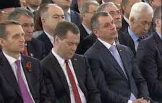 Медведев спит 2