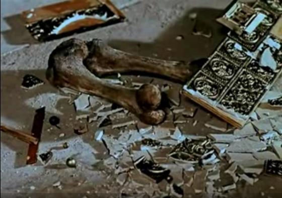 Конец реликвии (кадр из фильма «Последняя реликвия»)