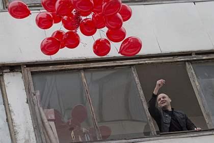 Удальцов празднует с шариками
