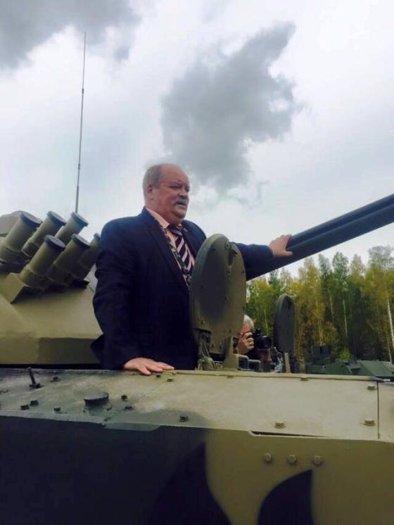 Депутат Игорь Зотов в танке