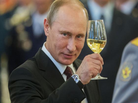 Путин пьёт очень дешёвое вино