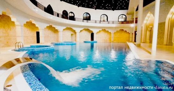 Дворец с бассейном