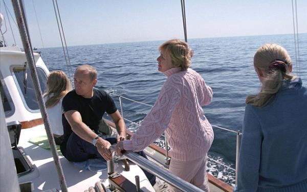 Путин с семьёй