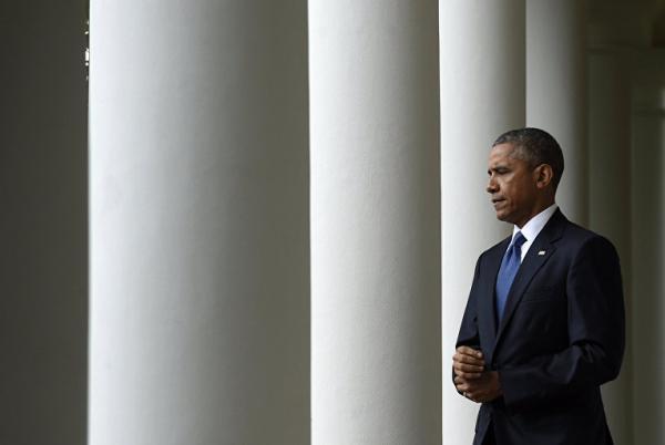 Обама молча наблюдает