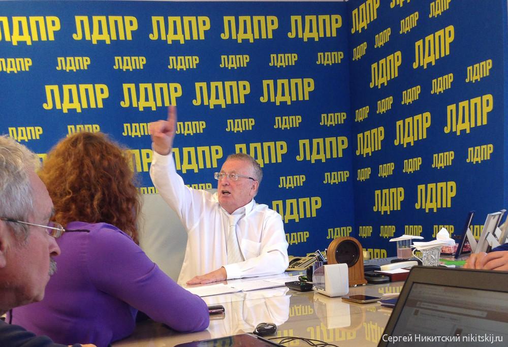 Гей обвинил Жириновского в сексуальных домогательствах