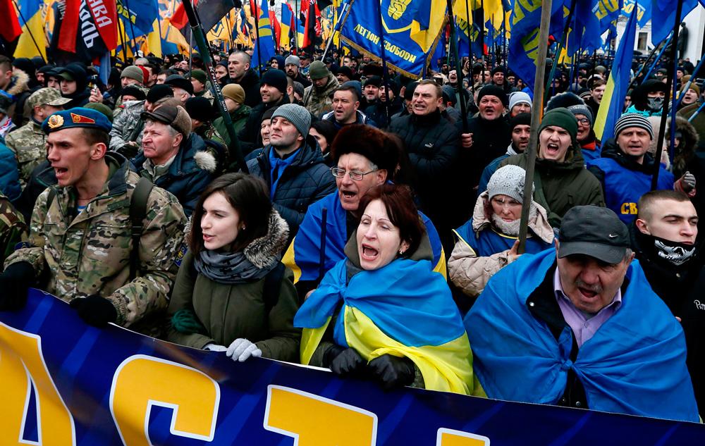 Украинские националисты против Порошенко