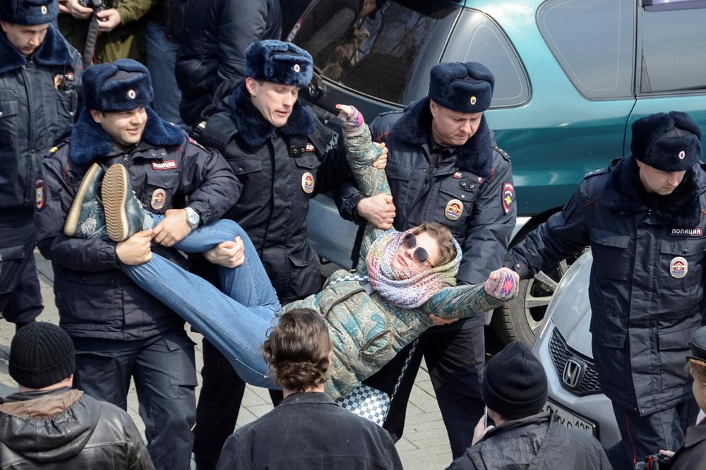 Кремль ушел на совещание по Медведеву