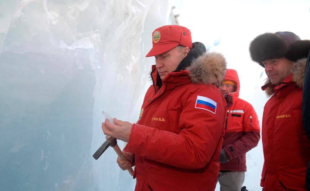 Путин, Медведев и ледоруб в Арктике...