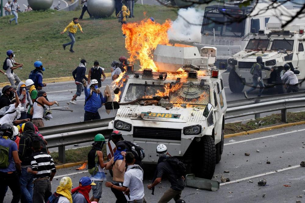 Картинки по запросу майдан в венесуэле