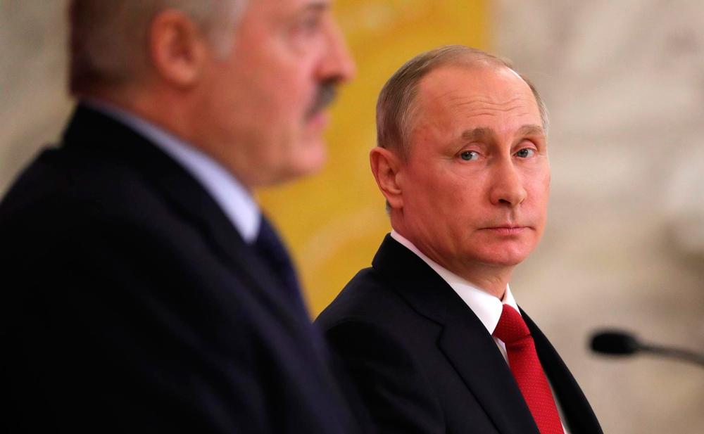 Рейтинг Путина в Белоруссии выше Лукашенко