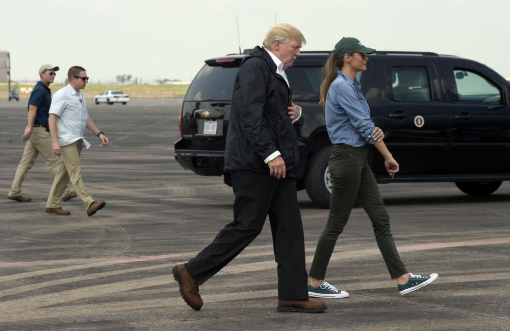 Как одеваться в зону национальной катастрофы? Опыт Трампов