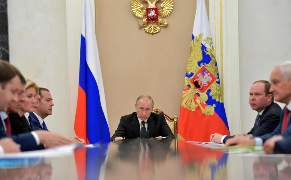 Как назначают и увольняют губернаторов в Кремле