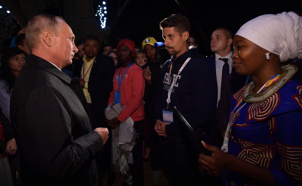 Путин на молодежной вечеринке