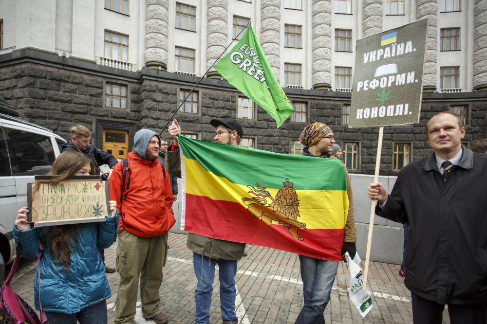 Легализовали марихуану в украине курить конопля сонник