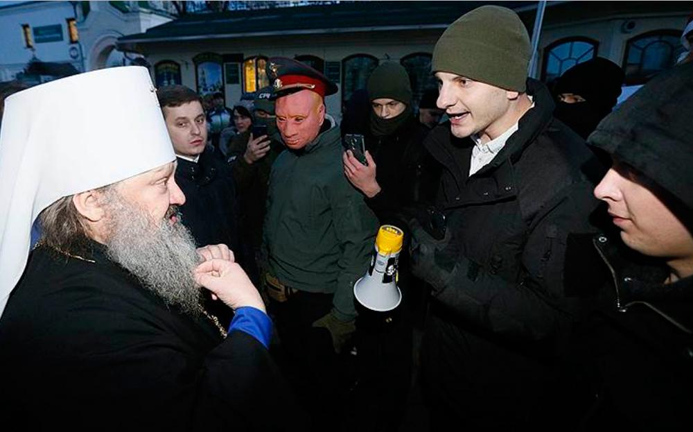 Украинские националисты заблокировали православных