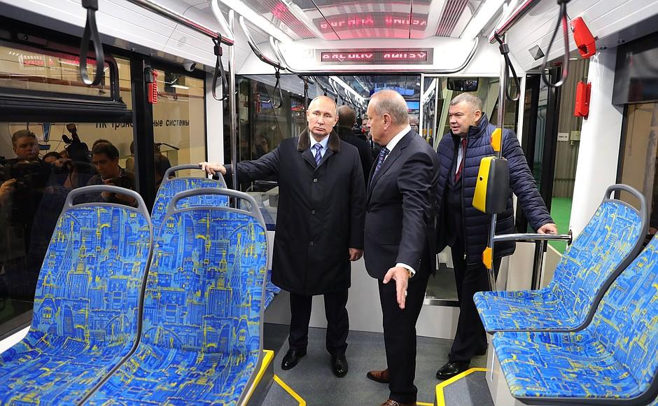 Путин в кресле вагоновожатого