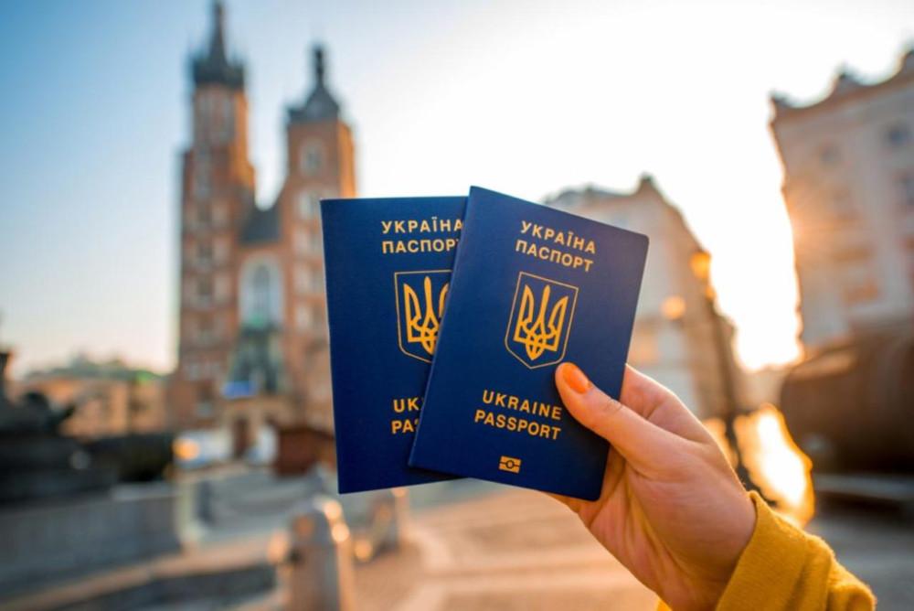Как украинцы пользуются безвизом в Европу