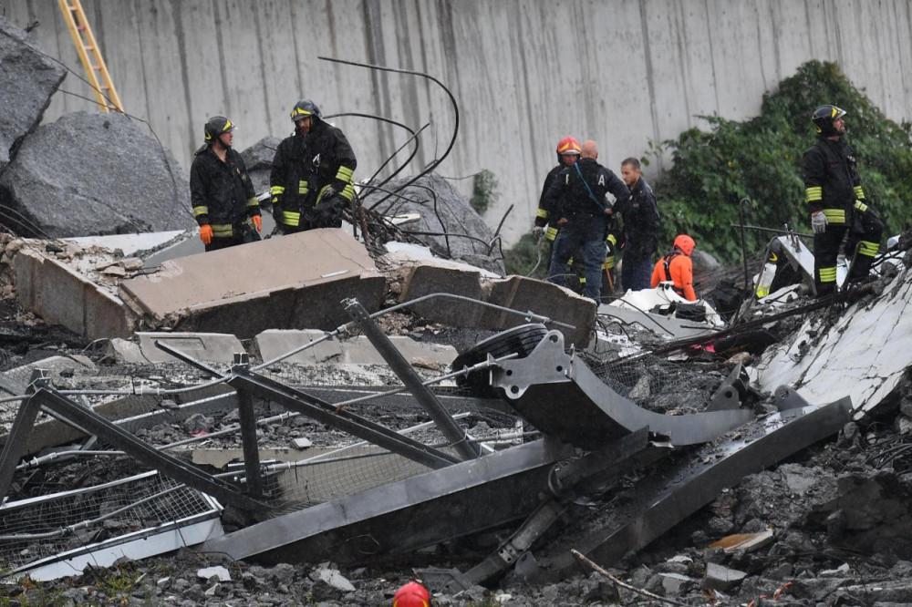 Почему рухнул мост в Италии? моста, сильный, человек, фундамента, работы, Reuters, укреплению, заявляют, ливень, причиной, обрушения, течение, который, часов, Генуе, августа, Ранее, агентство, возможной, сообщало