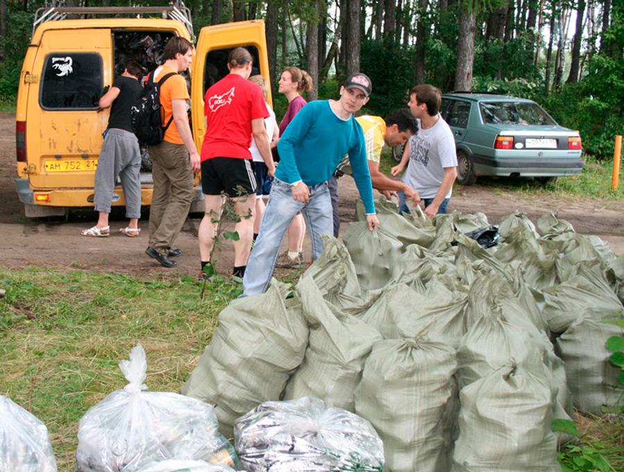 Волонтеры работают эффективнее чиновников