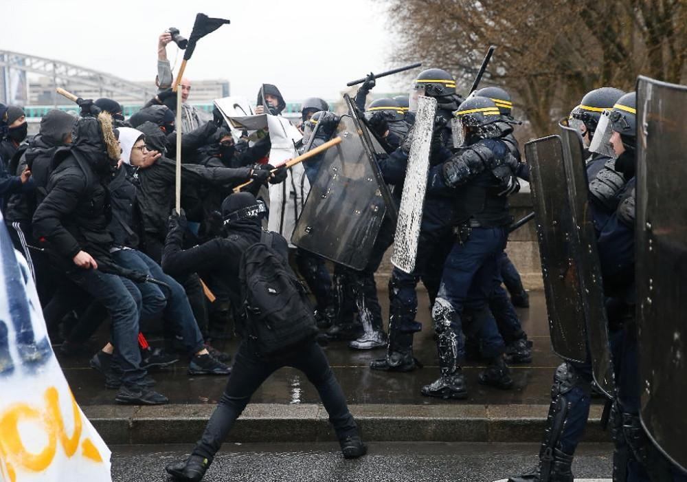 Как студенты крушили Париж - фоторепортаж