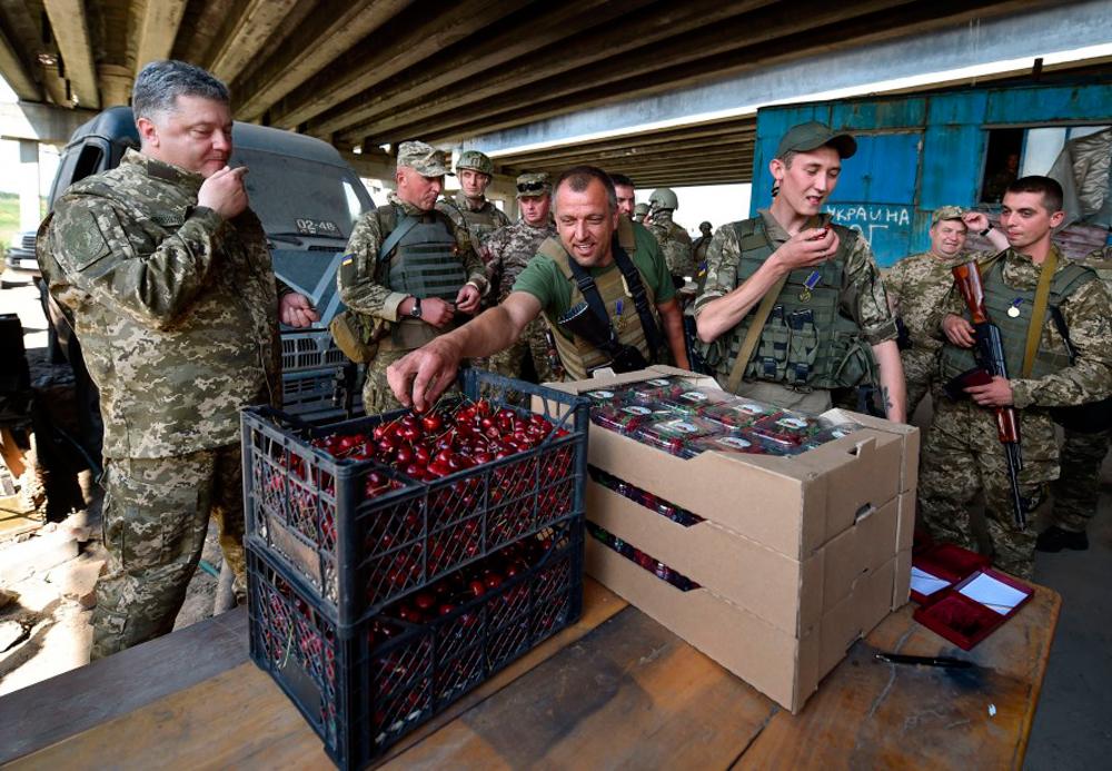 Тайное проникновение Порошенко на Донбасс - фоторепортаж